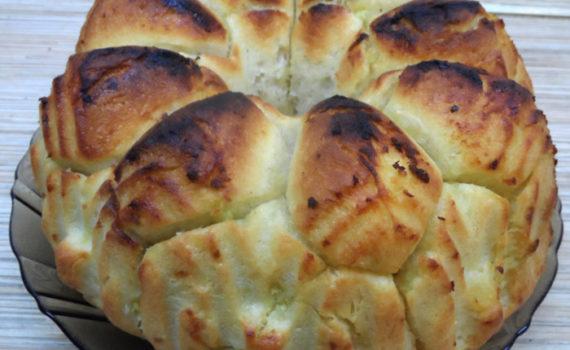 Обезьяний хлеб с чесноком и маслом