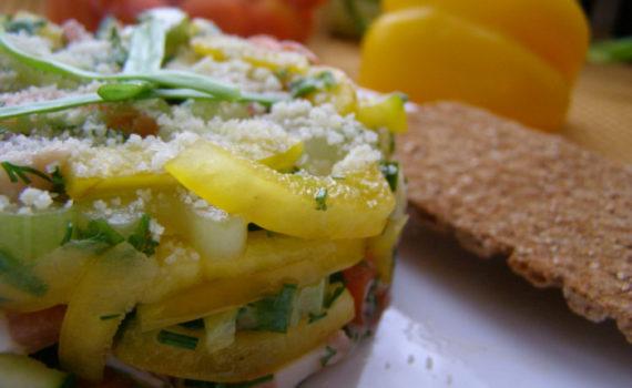 Быстрый и простой салат с салом и свежими овощами