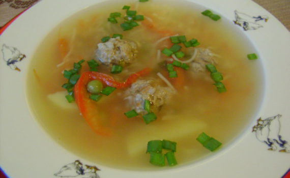 Диетический овощной суп с фрикадельками и вермишелью
