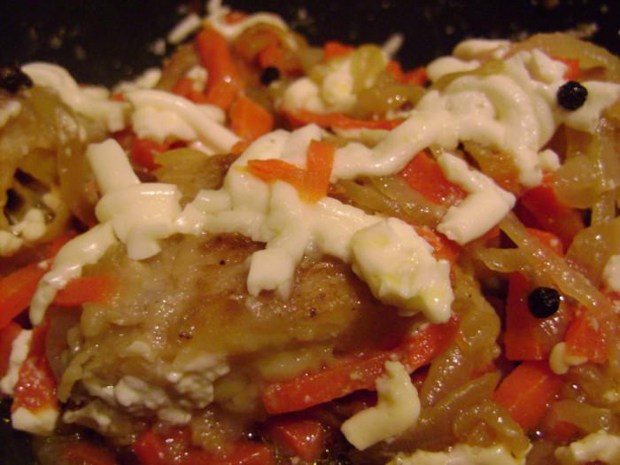 Бротола - рыба тушеная с овощами под майонезом