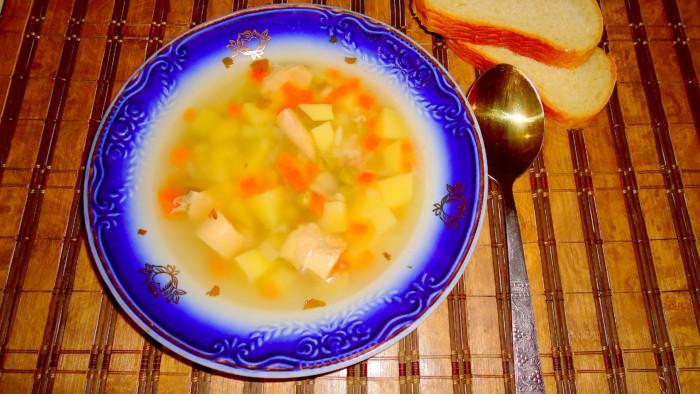 Суп из кролика с картошкой, вермишелью и зеленым горошком