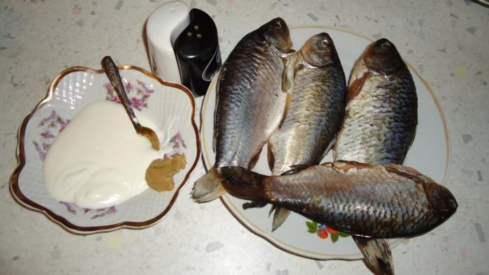 Запеченные караси в сметане в духовке