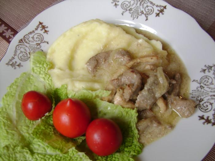 Бефстроганов из говядины и куриного филе