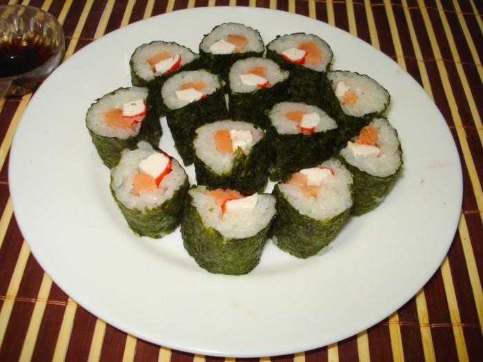 Суши из красной рыбы в домашних условиях 35