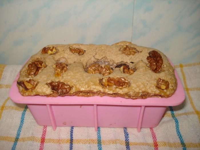 Ореховый десерт из безе с кремом и бананами