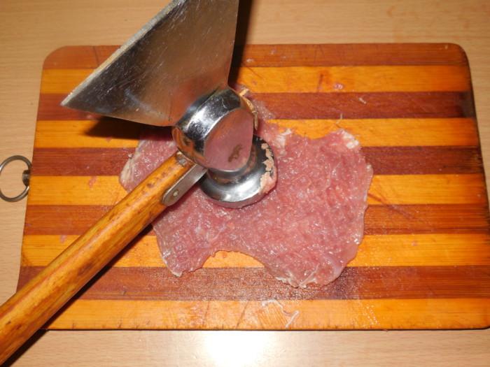 Мясные рулетики с начинкой запеченные на шпажках в духовке