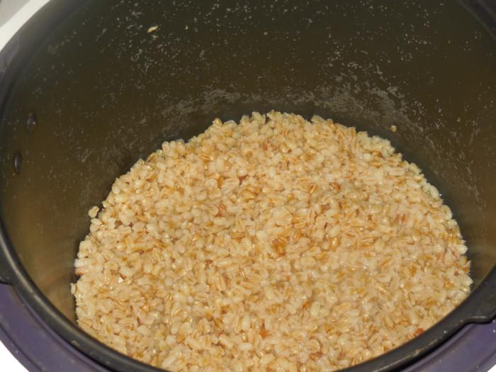 Рождественская кутья из пшеницы на узваре с маком, изюмом и медом