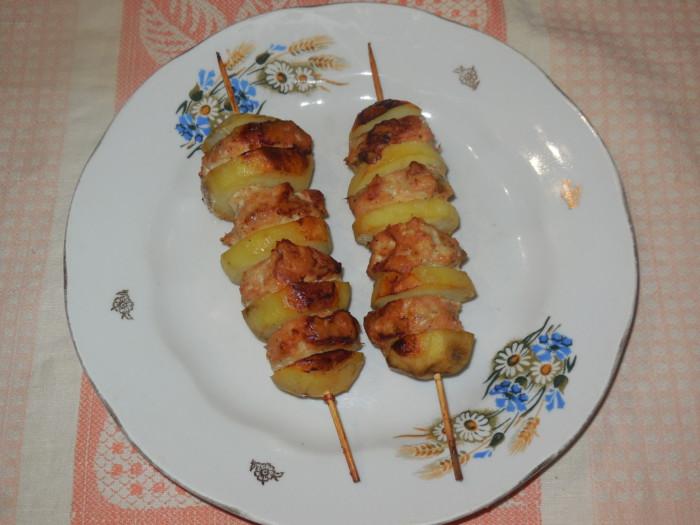 Картошка с фаршем запеченная в духовке на шпажках
