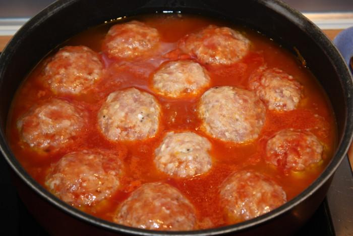 Рецепт вкусных тефтелей с подливкой на сковороде пошагово