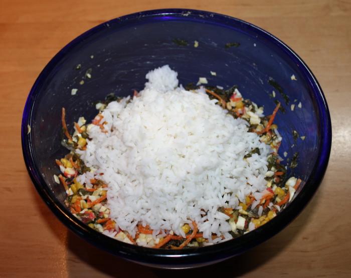 Добавляем рис в салат