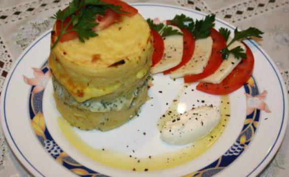 Слоеный картофель запеченный с сыром пармезан и брынзой