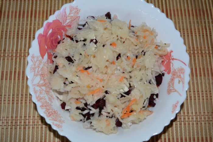 рецепт салат с квашеной капустой рецепт с фото