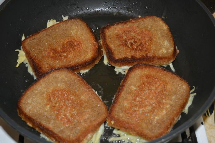 Бутерброды с картошкой на сковороде
