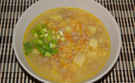Быстрый гороховый суп с мясом в мультиварке