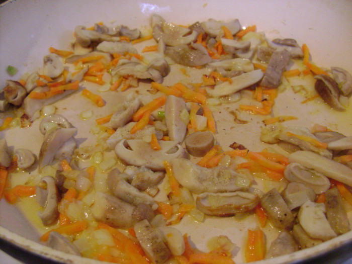 Классический грибной суп из замороженных белых грибов