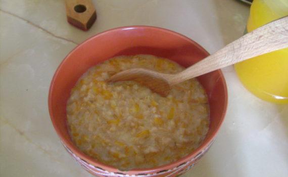 Овсянка на молоке из цельного зерна с тыквой