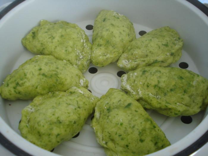 Зеленые вареники с картошкой, приготовленные на пару