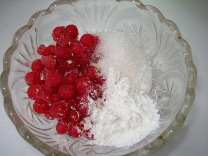 Рогалики с красной смородиной из готового слоеного теста