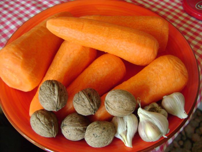 Корейская морковь с орехами