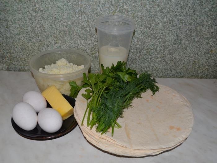 Закусочный пирог из лаваша с творогом и зеленью