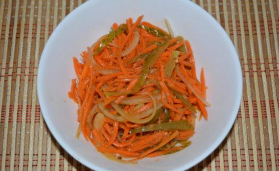 Вкусный салат с корейской морковью и маринованными огурцами