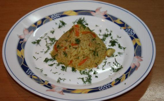 Рис с морковью, луком и чесноком