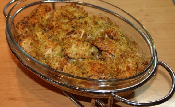 Курица кусочками в духовке, запеченная в зеленой хрустящей панировке