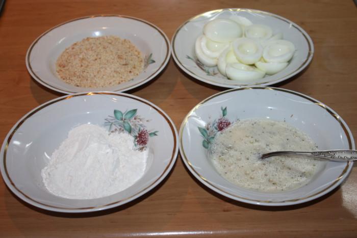 Куриные яйца в панировке, фаршированные печенью