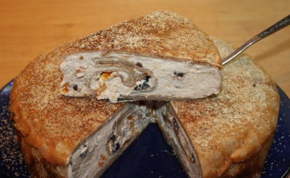 Блинный торт с сыром рикотта и со взбитыми сливками