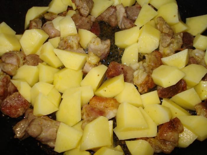 Вкусное овощное рагу с мясом на сковороде