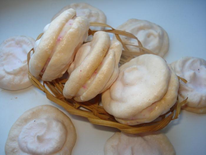 Домашнее печенье макарунс с кокосовой начинкой