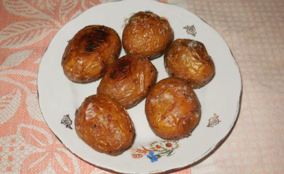 Запеченная картошка в мундире в духовке