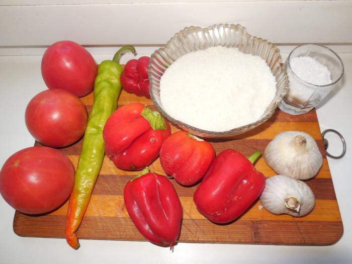Сырая аджика из помидор и перца без варки