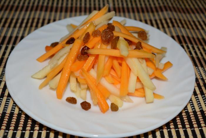 Cалат из тыквы с яблоком и изюмом под апельсиновым соусом
