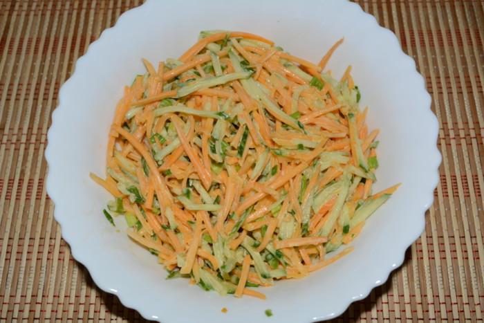 Салат из тыквы и огурцов с соусом из горчицы и майонеза