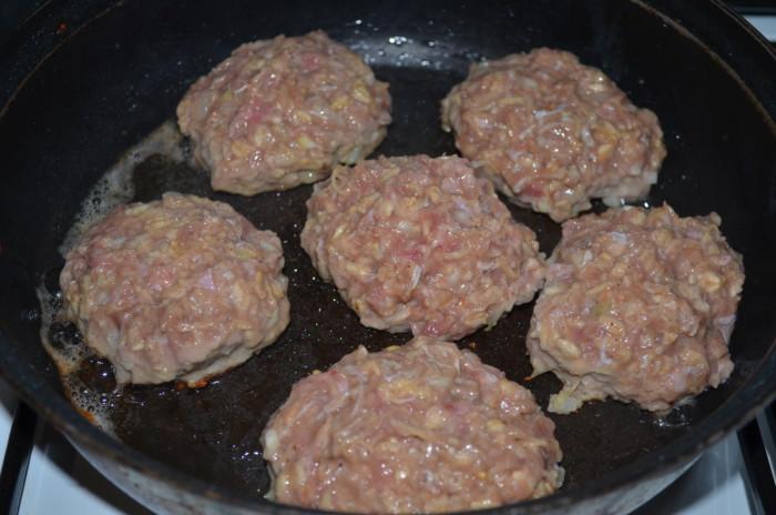 куриные котлеты рецепт из куриного фарша на сковороде