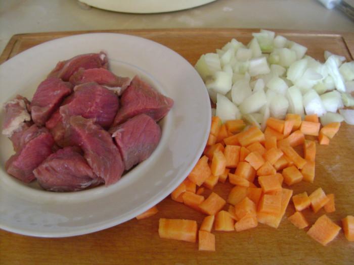 Как приготовить мясо в горшочках