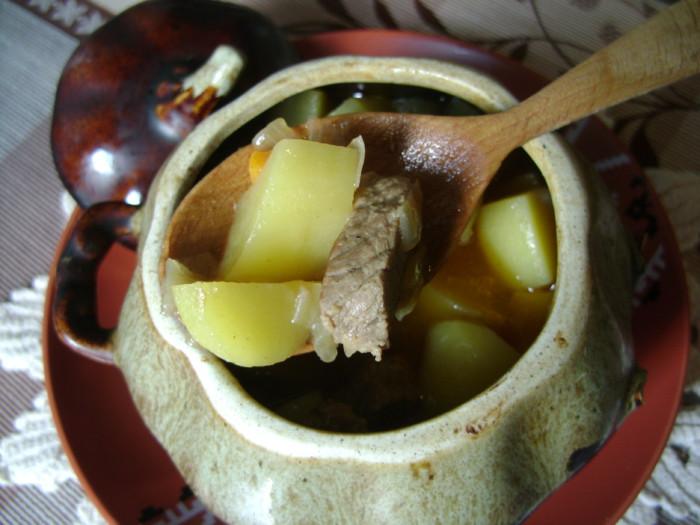 мясо тушеное в горшочке духовке рецепт