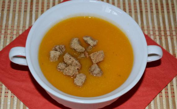 Постный суп-пюре из тыквы, моркови и сельдерея без сливок