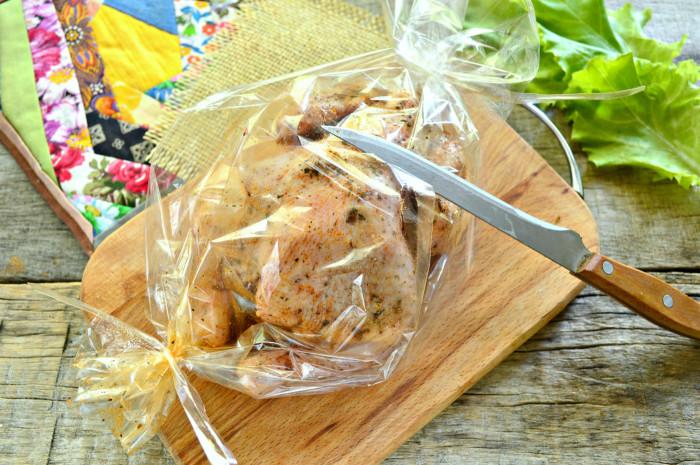 Цыпленок запеченный целиком в рукаве в духовке