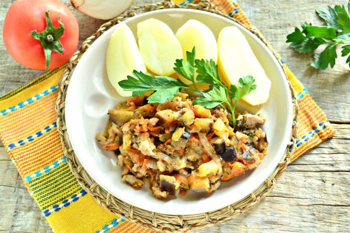 Овощное рагу с баклажанами и фаршем