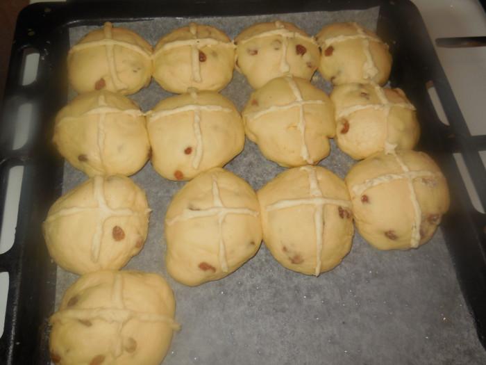 Простые и красивые сдобные булочки на Пасху