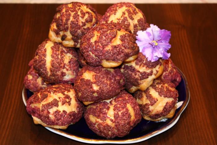 Заварное пирожное Шу с кракелином и сливочно-заварным кремом Патисьер