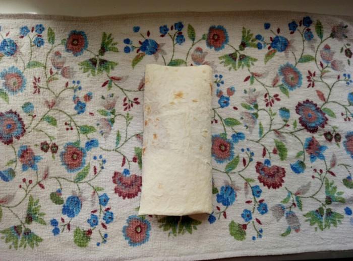 Домашняя шаурма с колбасой, сыром, корейской морковкой