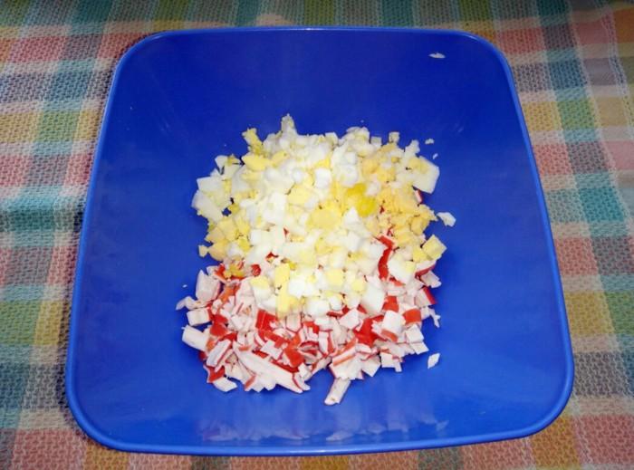 Лаваш с крабовыми палочками яйцом и майонезом