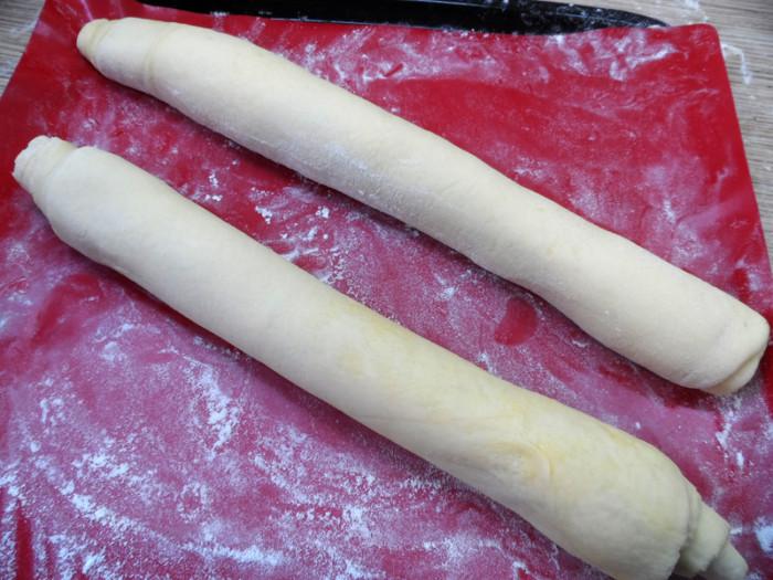 Тонкий французский багет в духовке