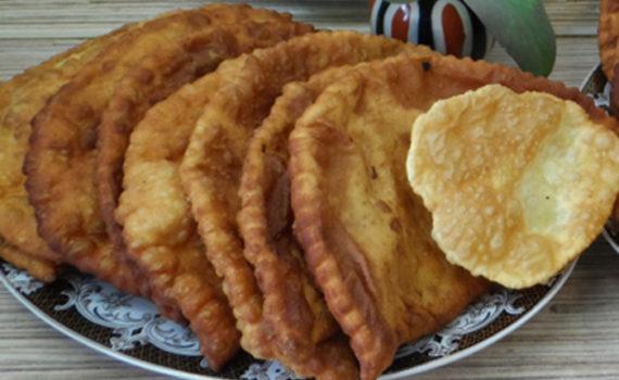 Греческие чебуреки с мясом и сыром на сковороде
