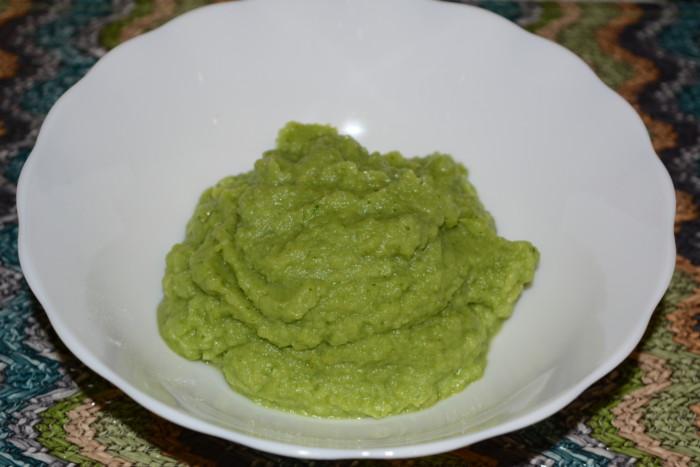 Овощное пюре из брокколи с чесночным маслом