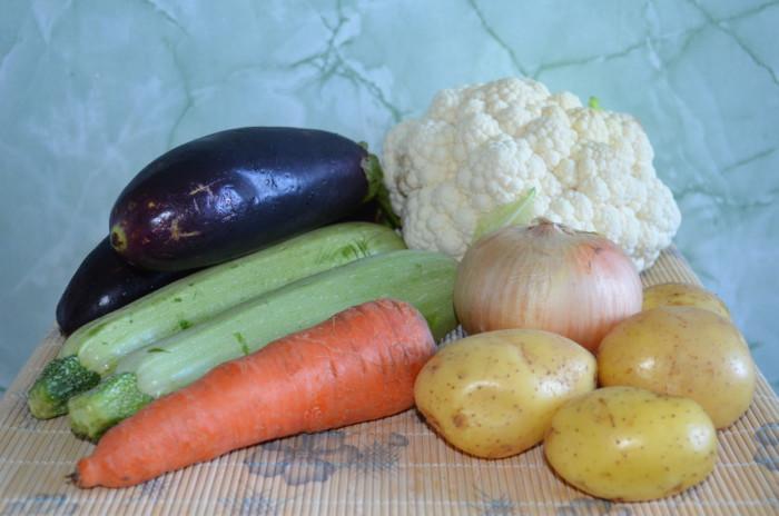 Салат с сухариками и копченой курицей рецепт и корейской морковью