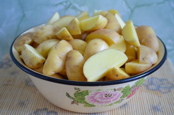 Молодой картофель запеченный в рукаве